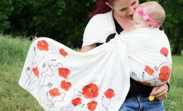Babywearing românesc. Trei mame talentate care confecționează sau înfrumusețează sisteme de purtare ergonomice