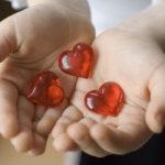 Cadouri românești de Dragobete. Pentru ea, pentru el, pentru copii