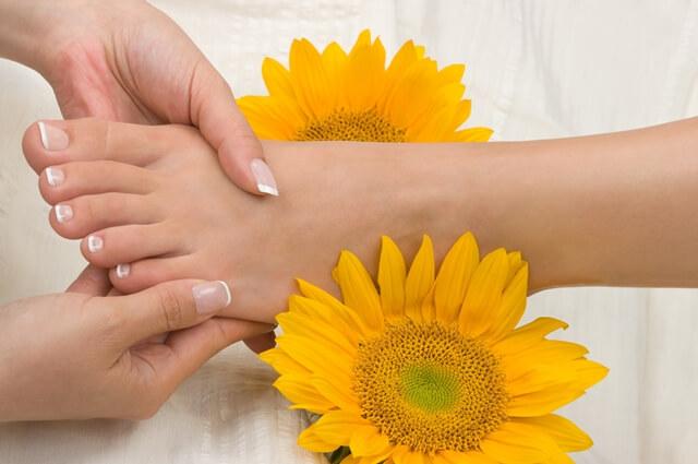 Reflexoterapia și oboseala mamelor. Cum ajută masajul tălpilor la echilibrarea întregului organism?
