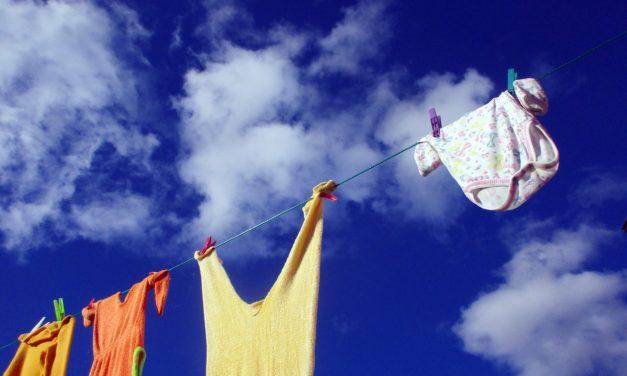 Sfaturi practice pentru îngrijirea hainelor bebelușilor (P)