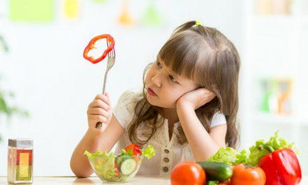 De ce nu mănâncă cei mici când nu mănâncă? Studii și explicații despre apetitul copiilor