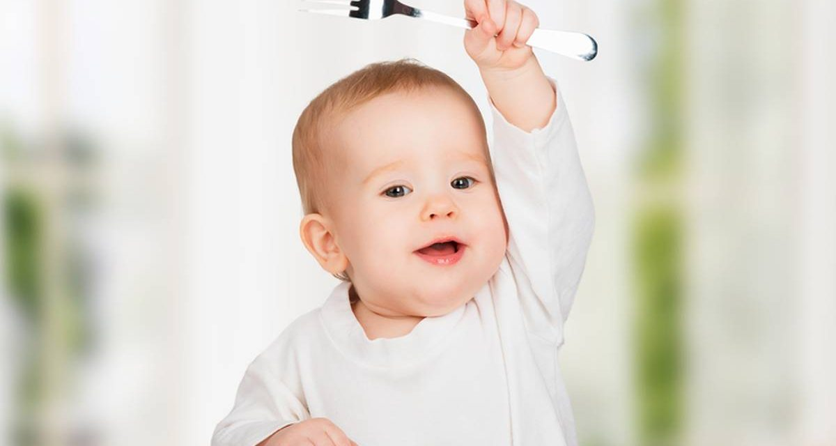 #DiversificareSănătoasă. Aceste 4 semne arată că bebelușul este pregătit pentru diversificare!